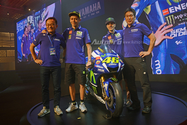 Lần đầu đến Việt Nam, Valentino Rossi thích thú với nhiều xe máy lưu thông trên đường - Ảnh 7.
