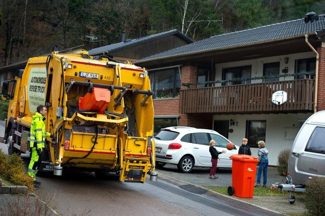 Không chỉ để đi lại, công nghệ xe tự lái còn để... thu gom rác - Ảnh 1.