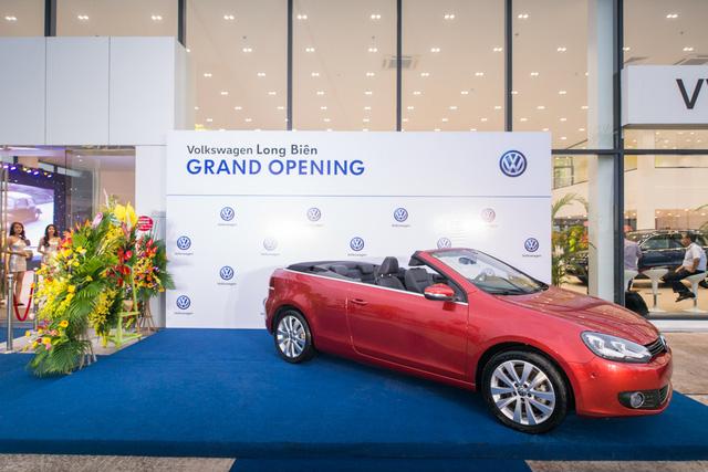 Volkswagen khai trương đại lý đạt chuẩn 4S đầu tiên tại Hà Nội - Ảnh 1.