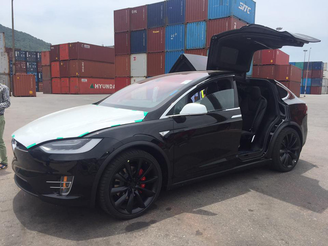 Tesla Model X P100D đầu tiên cập bến Việt Nam - Ảnh 3.