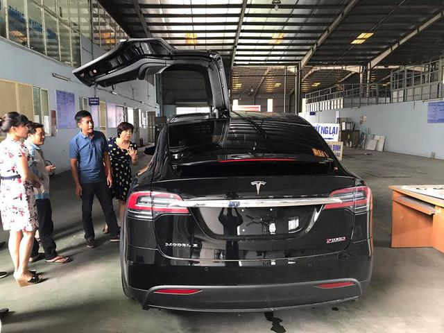 SUV điện Tesla Model X P100D độc nhất Việt Nam được cho đi đăng kiểm - Ảnh 1.