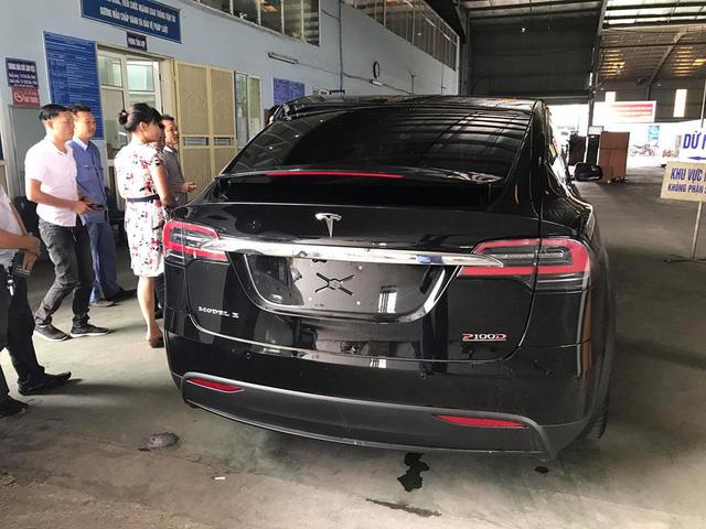 SUV điện Tesla Model X P100D độc nhất Việt Nam được cho đi đăng kiểm - Ảnh 5.