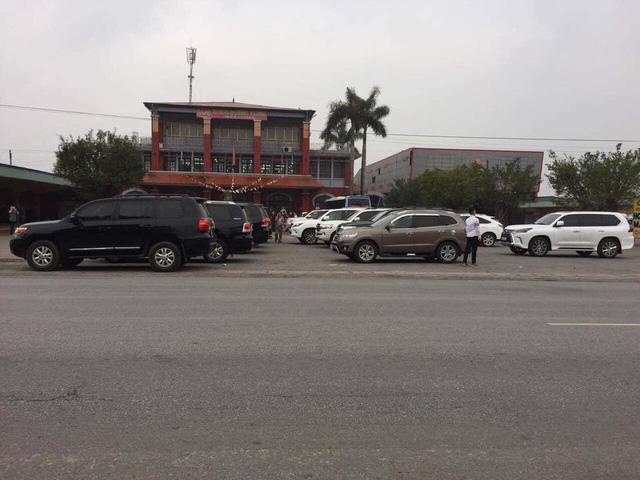 Đã mắt với dàn Toyota Land Cruiser rước dâu tại đất mỏ Quảng Ninh - Ảnh 3.