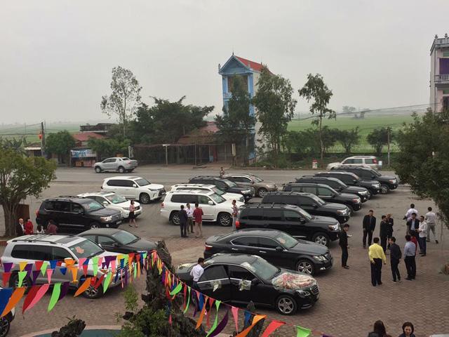 Đã mắt với dàn Toyota Land Cruiser rước dâu tại đất mỏ Quảng Ninh - Ảnh 1.