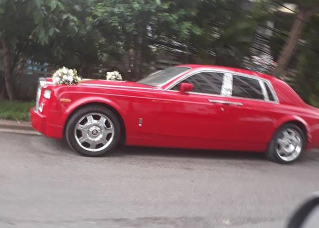 Đại gia Hà Nội rước dâu bằng cặp đôi xe siêu sang Rolls-Royce và dàn xe sang - Ảnh 1.