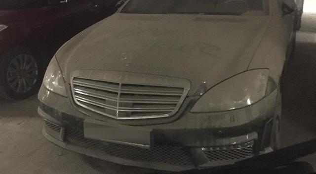 Hà Nội: Xót xa với Mercedes-Benz S65 AMG phủ bụi dày đặc trong hầm đỗ xe - Ảnh 2.