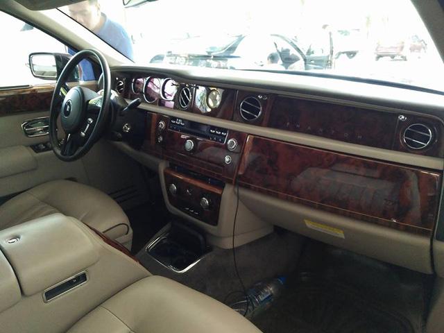 Tay chơi Quảng Bình rước dâu bằng xe siêu sang Rolls-Royce Phantom - Ảnh 4.