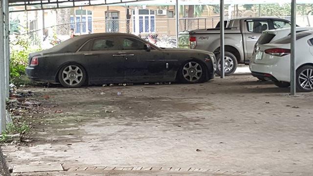 Xót xa Rolls-Royce Ghost mang biển số Quảng Ninh phủ bụi dày đặc - Ảnh 1.