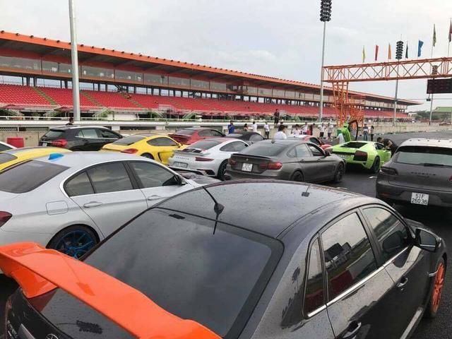 Siêu xe và xe thể thao tụ tập tại trường đua dưới cơn mưa trái mùa của Sài thành - Ảnh 3.