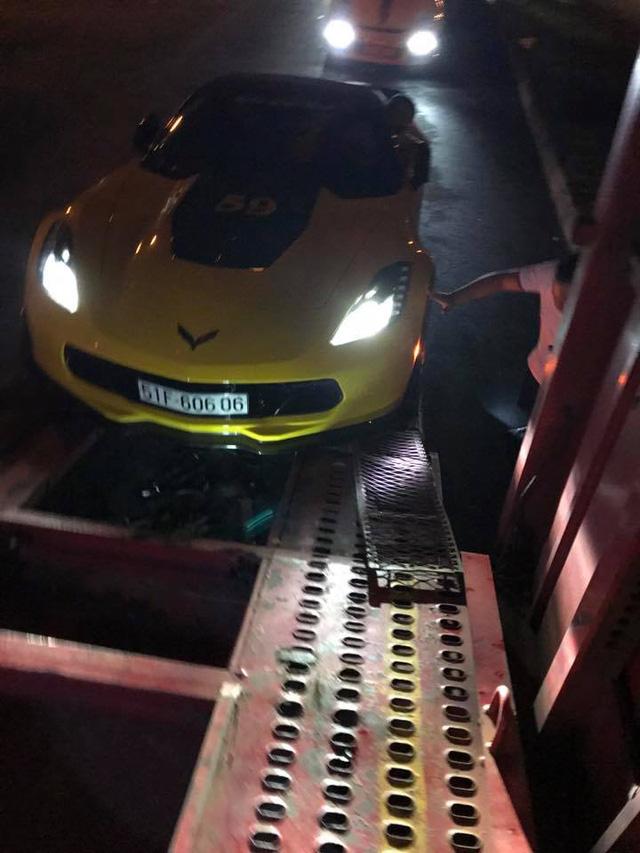 Sau khi dán đề-can màu vàng, dàn xe thể thao khủng của đại gia Sài thành chen chúc trên xe chuyên dụng - Ảnh 7.