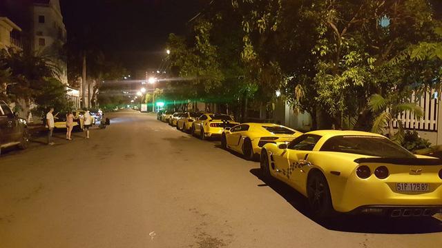Sau khi dán đề-can màu vàng, dàn xe thể thao khủng của đại gia Sài thành chen chúc trên xe chuyên dụng - Ảnh 5.