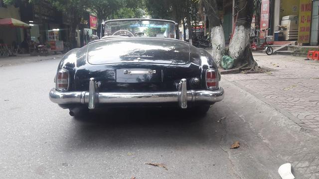 Hàng hiếm Mercedes-Benz 190SL của đại gia Ninh Bình tái xuất trên phố - Ảnh 2.