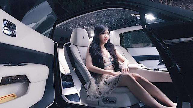 Cư dân mạng xôn xao với cô gái 9X thường xuyên di chuyển bằng siêu xe - Ảnh 1.
