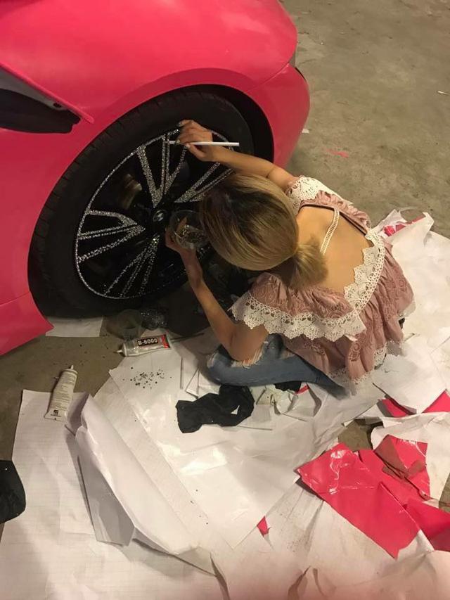 BMW i8 của hot girl Sài thành lại thay áo màu cá tính - Ảnh 3.