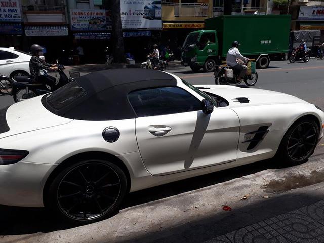 Mercedes-Benz SLS AMG GT mui trần của đại gia Trung Nguyên xuất hiện cùng dàn siêu xe khủng - Ảnh 2.