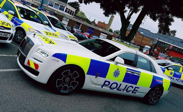 Cảnh sát Anh được trang bị Rolls-Royce Ghost Black Badge làm xe tuần tra - Ảnh 3.