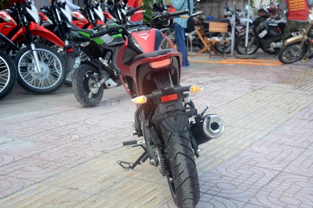 Cận cảnh lô xe côn tay Yamaha V-Ixion R 2017 mới về Việt Nam, giá hơn 70 triệu Đồng - Ảnh 14.