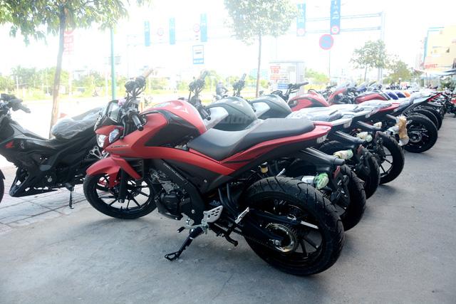 Cận cảnh lô xe côn tay Yamaha V-Ixion R 2017 mới về Việt Nam, giá hơn 70 triệu Đồng - Ảnh 6.