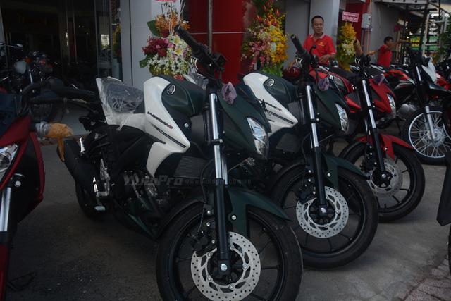 Cận cảnh lô xe côn tay Yamaha V-Ixion R 2017 mới về Việt Nam, giá hơn 70 triệu Đồng - Ảnh 4.