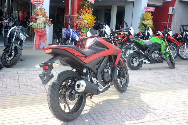 Cận cảnh lô xe côn tay Yamaha V-Ixion R 2017 mới về Việt Nam, giá hơn 70 triệu Đồng - Ảnh 13.