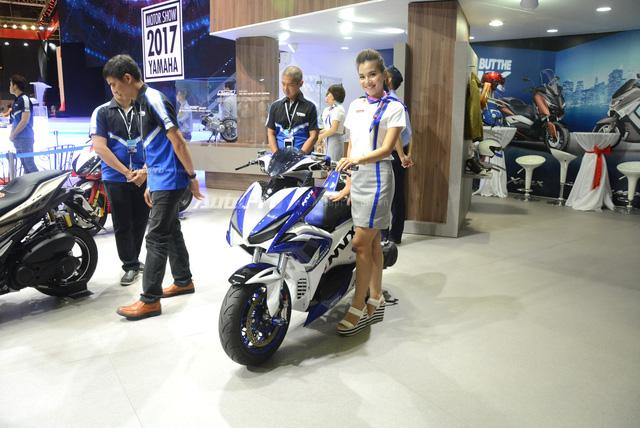 Bộ đôi Yamaha NVX 155 độ chính hãng ấn tượng tại triển lãm VMCS 2017 - Ảnh 2.
