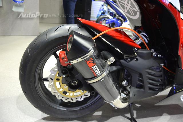 Bộ đôi Yamaha NVX 155 độ chính hãng ấn tượng tại triển lãm VMCS 2017 - Ảnh 11.