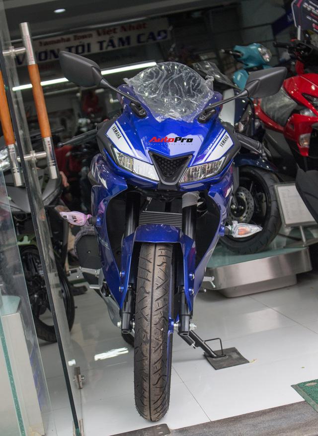 Yamaha R15 bất ngờ xuất hiện tại đại lý chính hãng, giá hơn 90 triệu đồng - Ảnh 2.