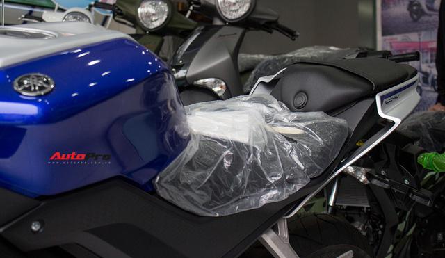 Yamaha R15 bất ngờ xuất hiện tại đại lý chính hãng, giá hơn 90 triệu đồng - Ảnh 9.