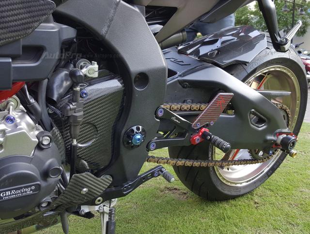 Lạ mắt với chiếc Yamaha YZF-R1 độ thân vỏ bằng sợi carbon tại Sài thành - Ảnh 16.