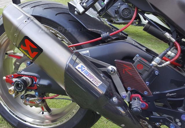 Lạ mắt với chiếc Yamaha YZF-R1 độ thân vỏ bằng sợi carbon tại Sài thành - Ảnh 12.