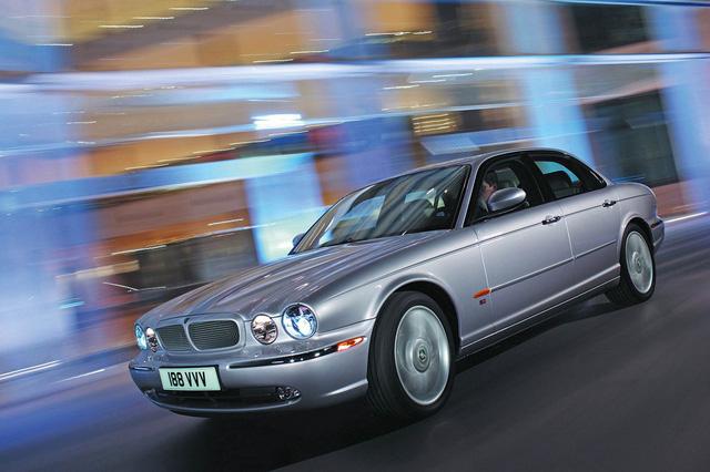 Điện hoá, Jaguar XJ muốn cướp thêm thị phần từ Mercedes-Benz S-Class - Ảnh 1.