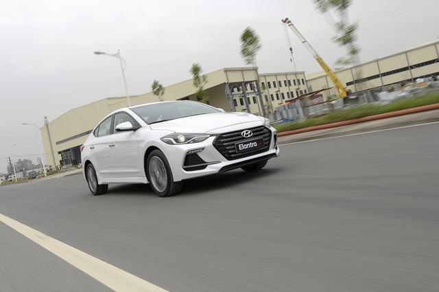 Đấu Mazda3, Hyundai Elantra Sport giá 729 triệu đồng tại Việt Nam - Ảnh 4.