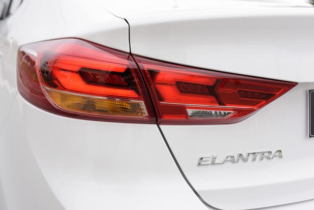 Đấu Mazda3, Hyundai Elantra Sport giá 729 triệu đồng tại Việt Nam - Ảnh 10.