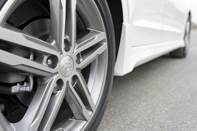 Thêm 70 triệu đồng, người dùng nhận được thêm gì từ Hyundai Elantra Sport? - Ảnh 3.