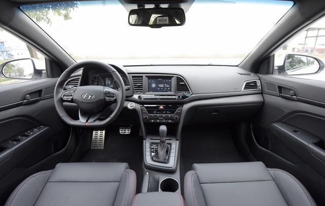 Đấu Mazda3, Hyundai Elantra Sport giá 729 triệu đồng tại Việt Nam - Ảnh 2.