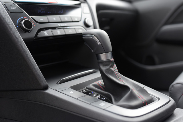 Đấu Mazda3, Hyundai Elantra Sport giá 729 triệu đồng tại Việt Nam - Ảnh 16.