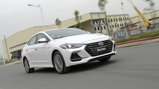 Thêm 70 triệu đồng, người dùng nhận được thêm gì từ Hyundai Elantra Sport?
