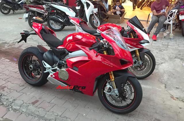 Biker Hà Nội chi 1,6 tỷ đồng tậu Ducati Panigale V4 S đầu tiên tại Việt Nam - Ảnh 5.