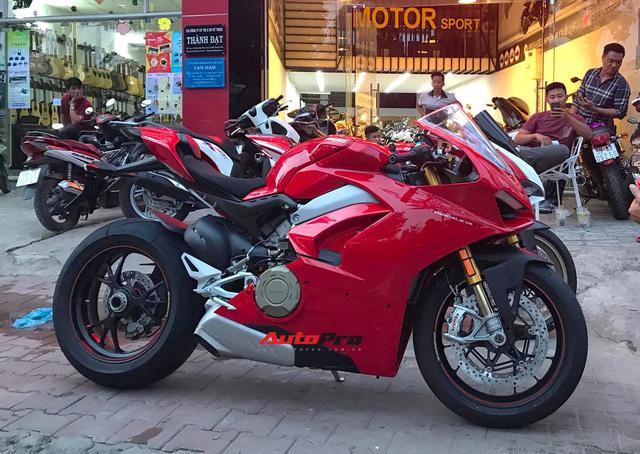 Biker Hà Nội chi 1,6 tỷ đồng tậu Ducati Panigale V4 S đầu tiên tại Việt Nam - Ảnh 1.