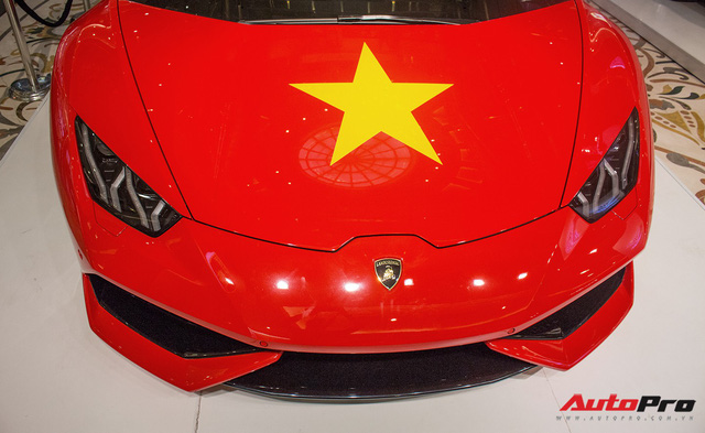 Lamborghini Huracan chính hãng dán tem cờ đỏ sao vàng cổ vũ U23 Việt Nam - Ảnh 5.