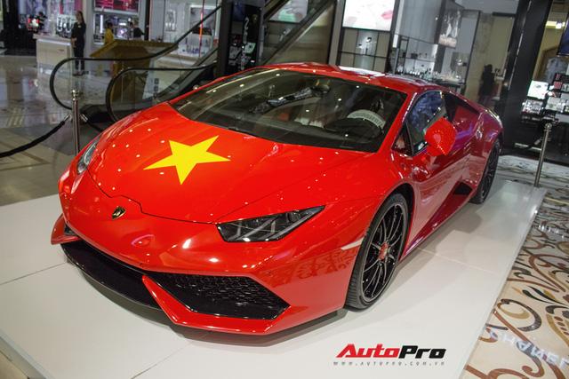 Lamborghini Huracan chính hãng dán tem cờ đỏ sao vàng cổ vũ U23 Việt Nam - Ảnh 6.