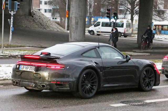 Porsche 911 Turbo thế hệ mới xuất đầu lộ diện - Ảnh 2.