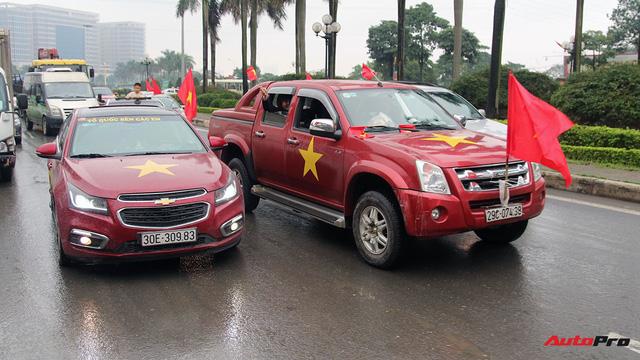 Hàng chục chiếc Chevrolet diễu hành quanh Hà Nội ủng hộ U23 Việt Nam - Ảnh 4.