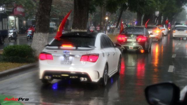 Hàng chục chiếc Chevrolet diễu hành quanh Hà Nội ủng hộ U23 Việt Nam - Ảnh 7.