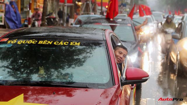 Hàng chục chiếc Chevrolet diễu hành quanh Hà Nội ủng hộ U23 Việt Nam - Ảnh 6.