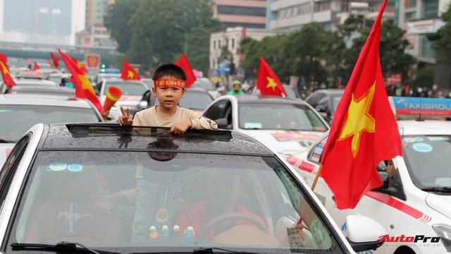 Hàng chục chiếc Chevrolet diễu hành quanh Hà Nội ủng hộ U23 Việt Nam - Ảnh 11.