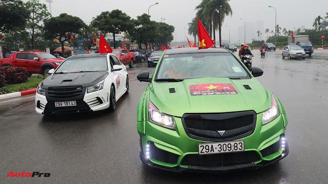 Hàng chục chiếc Chevrolet diễu hành quanh Hà Nội ủng hộ U23 Việt Nam - Ảnh 3.