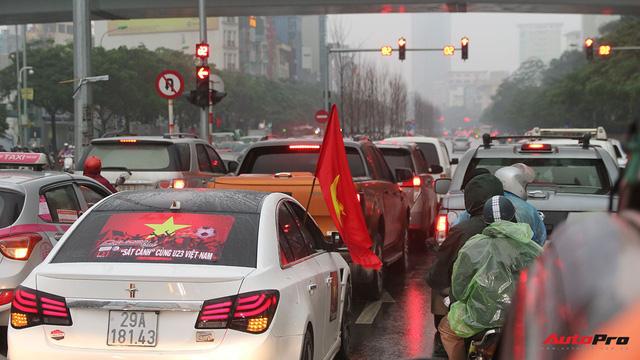 Hàng chục chiếc Chevrolet diễu hành quanh Hà Nội ủng hộ U23 Việt Nam - Ảnh 8.