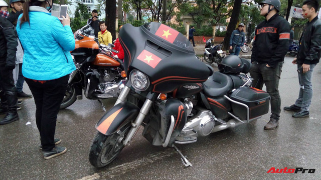 Hơn 60 xe Harley-Davidson tiền tỷ dẫn đoàn U23 Việt Nam tại Hà Nội - Ảnh 10.