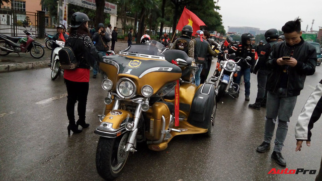 Hơn 60 xe Harley-Davidson tiền tỷ dẫn đoàn U23 Việt Nam tại Hà Nội - Ảnh 8.